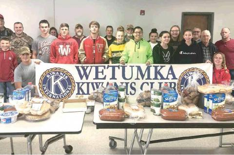 Wetumka Kiwanis Club Delivers Thanksgiving Baskets
