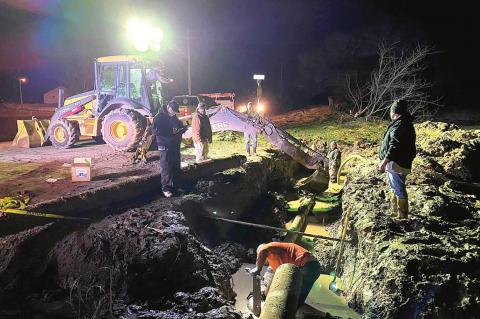 Water line repairs underway in Wetumka/Dustin